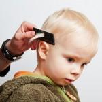 kinderen rustig thuis tijdens de kapper