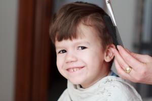 jongetje geknipt tijdens openingstijden thuiskapster hair at home